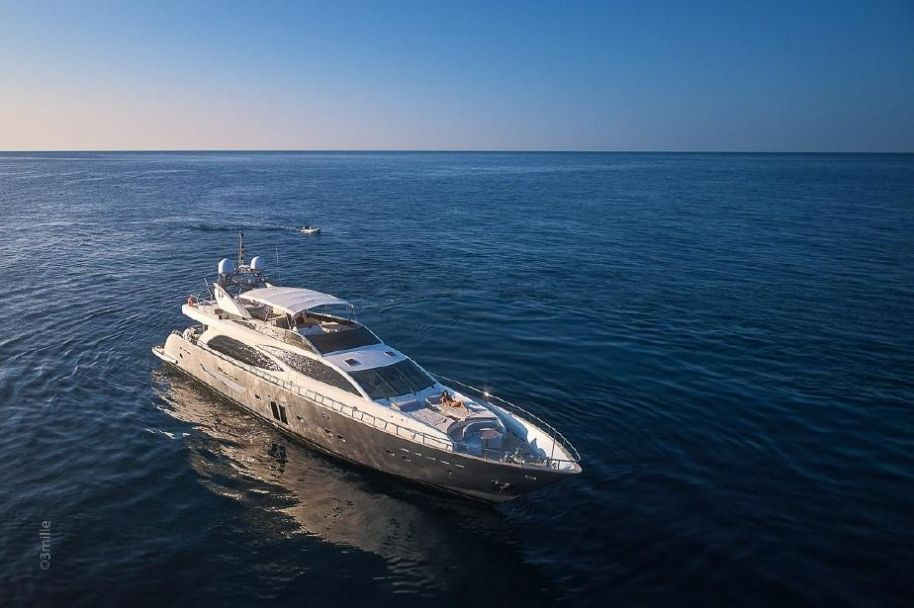 2007Guy Couach 3000 Fly - $2,600,000 boat for sale, photos and specifications