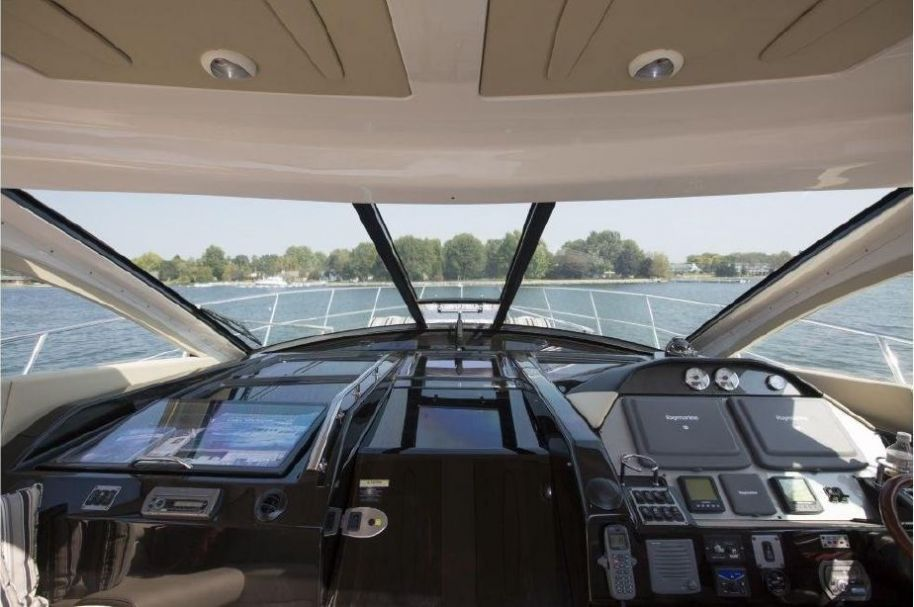 2008Regal 52 Sport Coupe - $466,577 boat for sale, photos and specifications