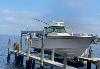 2014Grady-White 376 Canyon - $349,000 boat for sale, photos and specifications